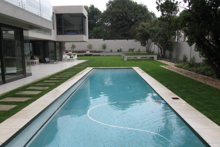 Contemporary low maintenance textured garden