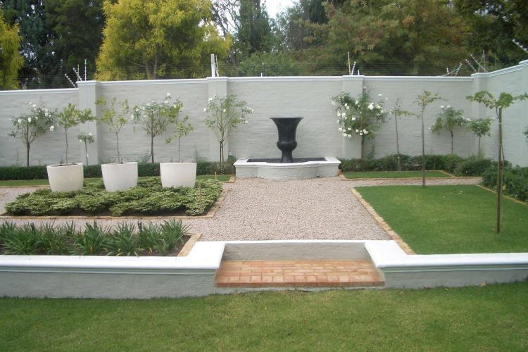 Using a focal point in garden design